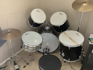 Gammon, 5 pieces drum set, with throne, almost brand new for Sale in Cypress, CA