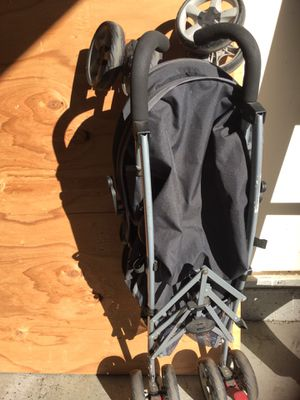 Chicco KidFit Zip Air 2-in-1 belt-Positioning Boosters Car Seat And Stroller Lightweight Easy Fold ask $30 dollars for both or make and offer. for Sale in Portland, OR