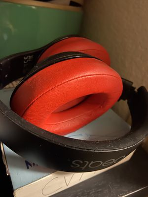 Studio 2 beats bluetooth. Older but work great. for Sale in San Diego, CA