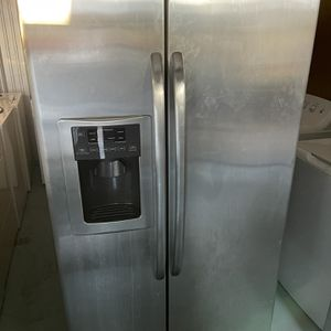 Refrigerator GE Good Condition for Sale in Naples, FL