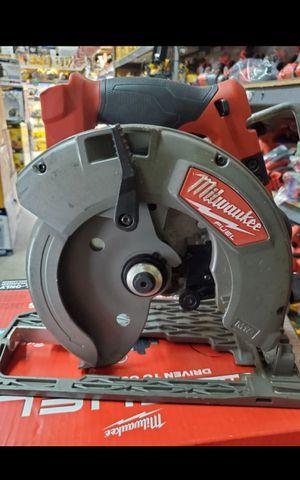 MILWUAKEE M18 FUEL BRUSHLESS 7-1/4 CIRCULAR SAW LIKE NEW for Sale in San Bernardino, CA