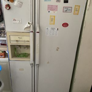 Whirlpool Refrigerator for Sale in South El Monte, CA