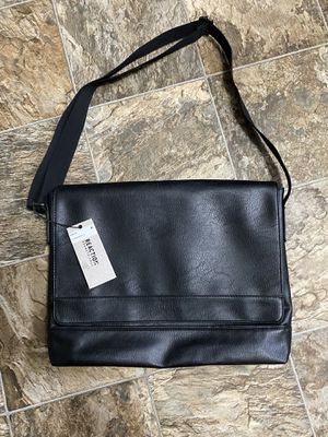 Kenneth Cole Reaction Messenger Bag for Sale in Renton, WA