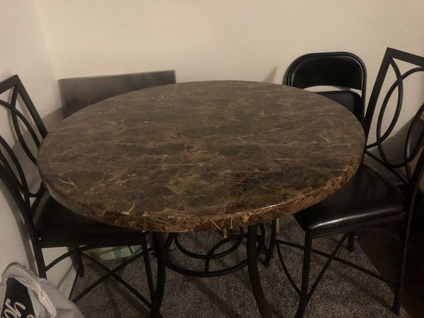 Like new round dinner table w/2 chairs