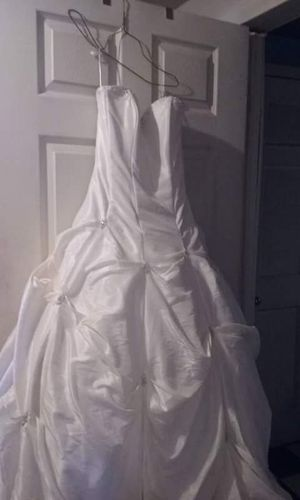 Brand new never used size small wedding dress for Sale in Nathalie, VA