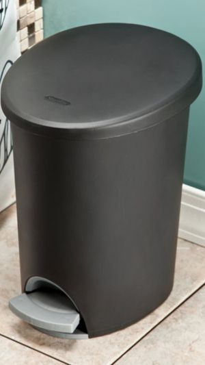 Sterilite step on trash can 3 gallons for Sale in San Diego, CA
