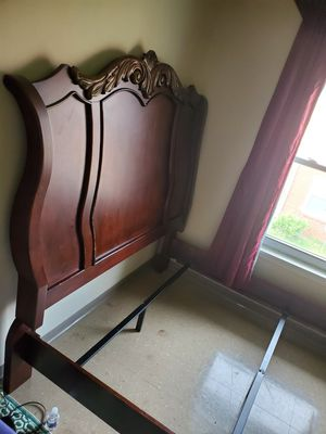 Queen size bed room 4 piece complete for Sale in Nashville, TN