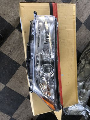 2018 Toyota Highlander drivers headlight for Sale in Portland, OR