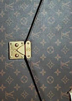 Louis Vuitton Vintage Bag for Sale in Washington,  DC