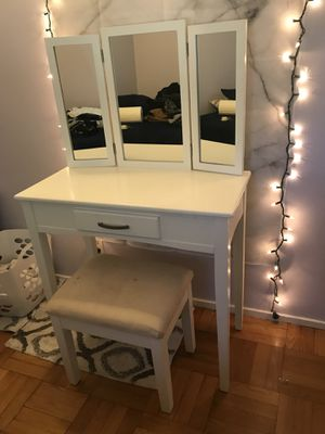 White 3 mirrored vanity with drawer- like new! for Sale in Palo Alto, CA
