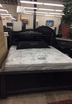 Clearance Close out sale King bedroom set off floor for Sale in Baltimore, MD