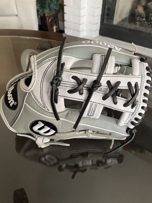 Wilson A2000 11.75 fastpitch softball 🥎 glove make me an offer for Sale in Chino, CA