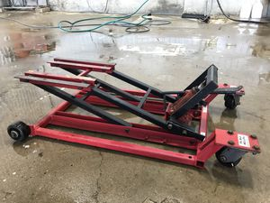 Pitt Bull Motorcycle Lift, 1300 lbs, Hydraulic for Sale in Crossville, IL