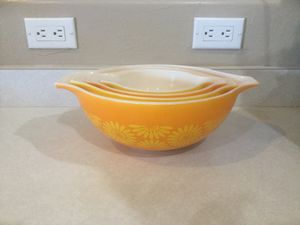 Pyrex daisy Cinderella bowls and 2 1/2 qt. casserole dish $125.00 obo for Sale in Goodyear, AZ