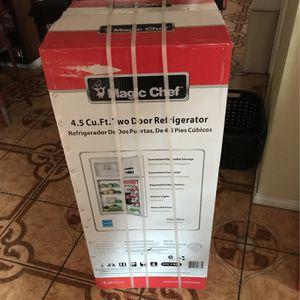 Magic Chef 4.5 Cu.Ft. Two Door Refrigerator for Sale in Compton, CA