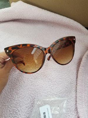 FREE Cat eye sunglasses, fashion accessory, lentes for Sale in Compton, CA