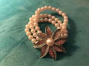 New stretchy pearl flower bracelet for Sale in East Riverdale, MD