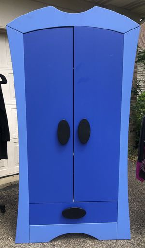 Adorable mini closet for kids clothes for Sale in Ontarioville, IL