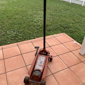 Floor Jack for Sale in Miami, FL