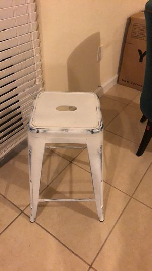"""24"""" white metal bar stools for Sale in Miami, FL"""