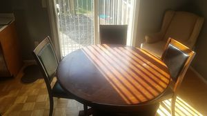4 chairs and round Table Dining Room or Breakfast knook Table for Sale in Dearborn Heights, MI