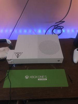 XBOX ONE S 1TB for Sale in Shorewood, IL