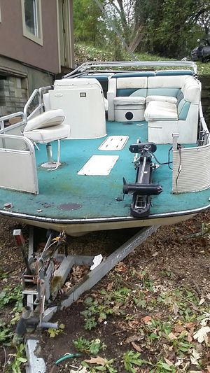 Pontoon fishing boat for Sale in Elkhorn, WI