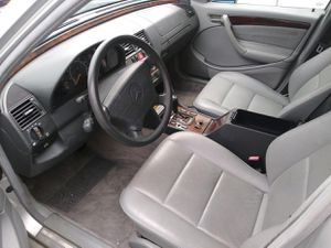 99 Mercedes Benz for parts only for Sale in Richmond, TX