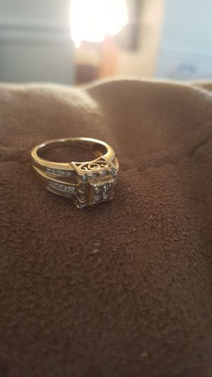 14 k gold wedding ring with diamonds. This is a 6 1/2 size ring for a woman. The going price is $200.00. for Sale in Manassas Park, VA
