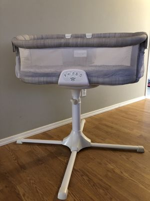 Halo swivel sleeper bassinet for Sale in East Wenatchee, WA