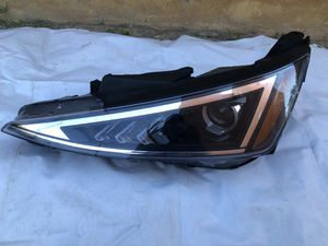 2019-2010 Hyundai Elantra Headlight LH for Sale in TX, US