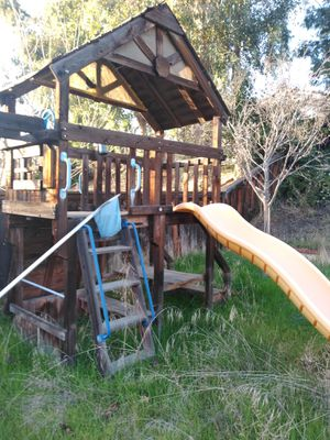 PLAY HOUSE & SWING SET for Sale in Lake Elsinore, CA