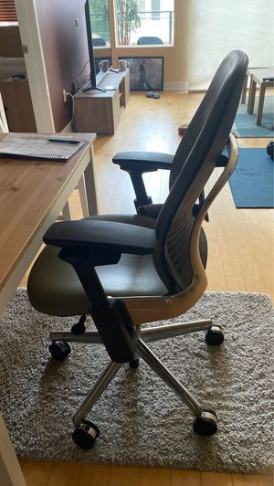Steelcase High end Office chair. Great for bad backs. Original price $1,500!!! for Sale in Los Angeles, CA