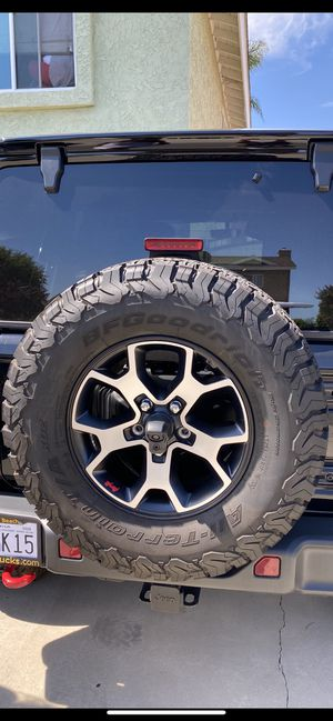 Jeep rubicon wheels 285/70/17 bfgoodrich for Sale in Newport Coast, CA