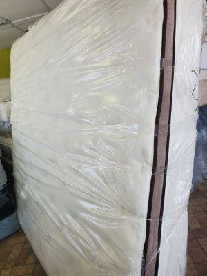 Mattress and box spring size king pillowtop for Sale in Houston, TX