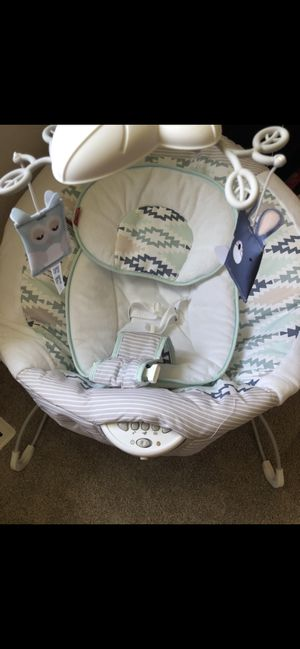 Baby bouncer with white noise, music and vibrations for Sale in Chesapeake, VA