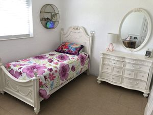 Twin Bedroom Set for Sale in Boynton Beach, FL