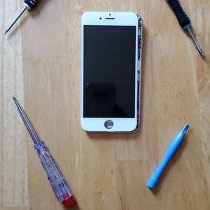 Please ask for pricing iPhone screen replace fast and reliable service we come to your office, home or working place affordable prices for Sale in Baldwin Park, CA