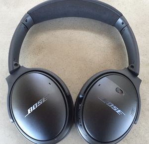 Bose QC35 Noise Cancelling Over the Ear Headphones W/Shell Case and Charger for Sale in Virginia Beach, VA