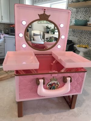 Disney Makeup Case & Vanity with lights for Sale in Carlsbad, CA