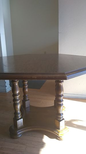 Beautiful Pedestal table! Minor cosmetics... Great project for Sale in Las Vegas, NV