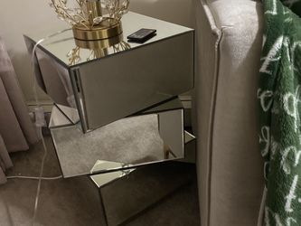 Nightstand /coffee Table for Sale in Brooklyn,  NY