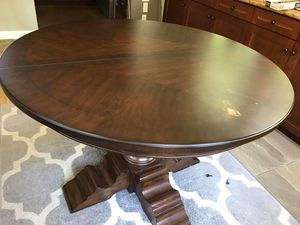 Dining table round for Sale in San Diego, CA