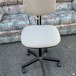 Office Desk Chair for Sale in Tacoma,  WA
