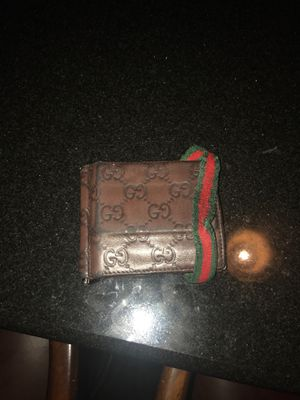 Gucci wallet for Sale in Brandon, FL
