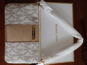 Michael kors wristlet for Sale in Tualatin, OR
