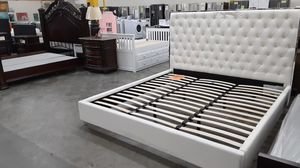cali upholstered bed for Sale in Chino Hills, CA