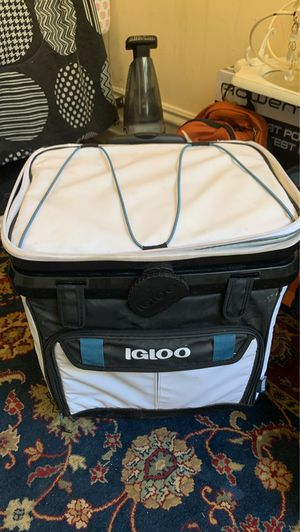 Igloo Rolling Cooler for Sale in San Francisco, CA
