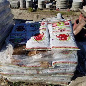 STEER MANURE BLEND SOIL $2 EACH BAG for Sale in Riverside, CA