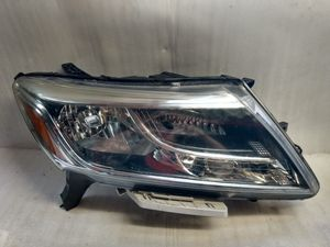 2013 2016 Nissan Pathfinder headlight for Sale in Lynwood, CA